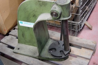 MANUAL PRESS AGEO